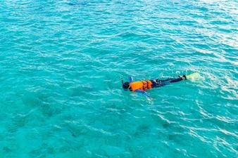 Dois turismo natação honeymoon mergulho