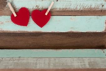Dois, vermelho, corações, madeira, clip