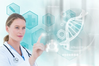 Doutor concentrado que trabalha com uma tela virtual