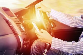 Driver usando o celular