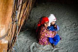 Duas crianças pobres