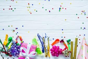 Elementos festivos e confetes
