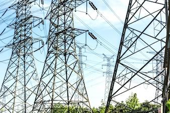 Eletricidade de alta voltagem pólo e céu