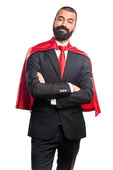 Empresário super-herói com os braços cruzados