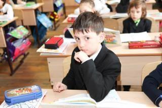 escola infantil criança menino