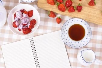 Escrevendo durante o chá da tarde