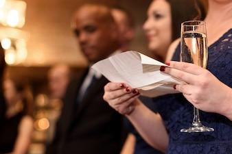 Esperando glamour champanhe família encantadora