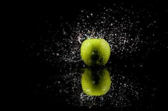 Espumante, água, quedas, suculento, verde, maçã, ficar, pretas, tabela