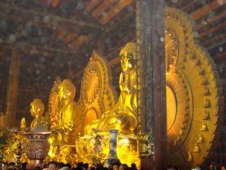 Estátuas Buda dourado
