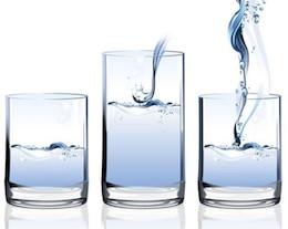 estoque de água no vidro do vetor