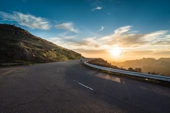 Estrada curva paisagem