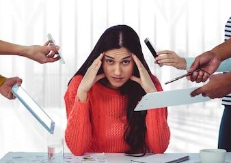 Estresse colegas de telefonia móvel chamada branco