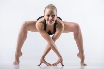 Exercício de agachamento flexão para frente