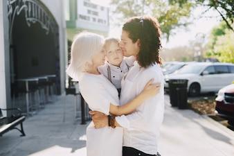 Família jovem bonita