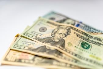 Feche acima de montes de dólares, foco seletivo. Dólares, o fundo do dinheiro dos EUA.