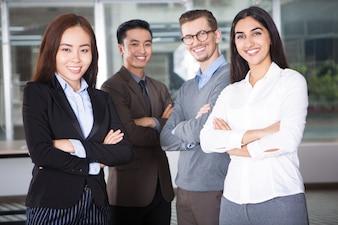 Feliz novo da equipe do negócio de quatro pessoas