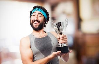 Feliz o homem com um troféu
