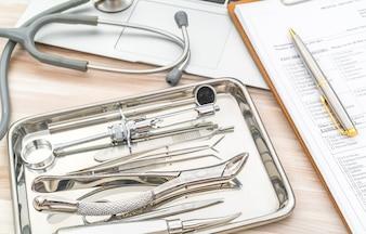 Ferramentas e equipamentos odontológicos