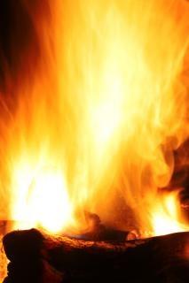 Fogueira queimando em chamas