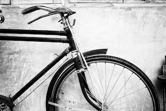 Foto em preto e branco da bicicleta vintage - estilos de efeito de filtro de grãos de filme