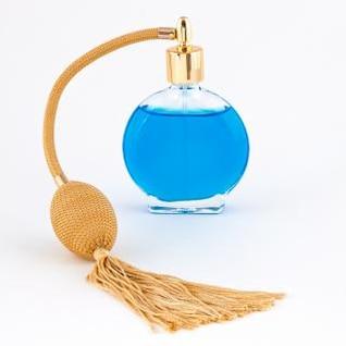 frasco de perfume vintage isolado