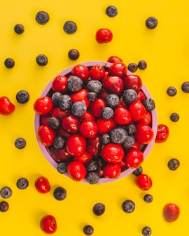 Frutas e tigela desarrumado