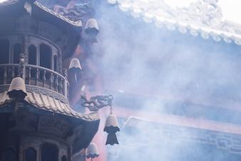 Fumar na torre do templo