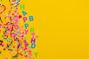 Fundo amarelo com confetes e serpentina de um lado