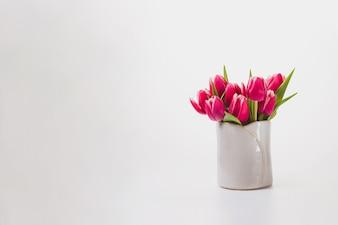 Fundo branco com flores bonitas