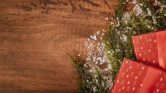Fundo de Natal com presentes e espaço à esquerda