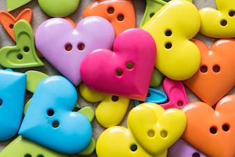 Fundo do dia dos namorados com corações coloridos botões corações
