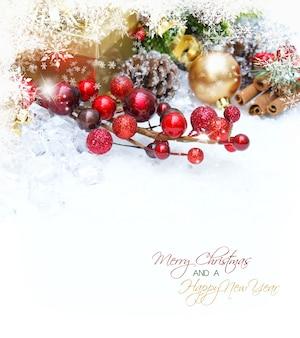 Fundo do Natal com bagas do presente e decorações