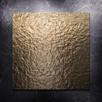 Fundo metálico riscado com placa de metal dourado