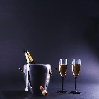 Garrafa de champanhe e óculos