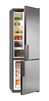 Geladeira e freezer abertos cheios de comida