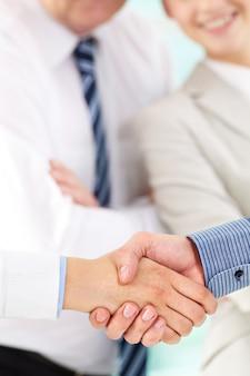 Gesticulando ambiente de cooperação unidade gesto