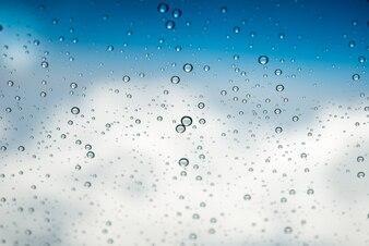 Gotas de água no vidro