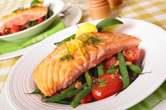 Grelhado, salmão, bife, verde, feijões, cereja, tomates