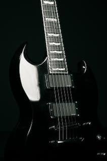 guitarra preta, eletrônica