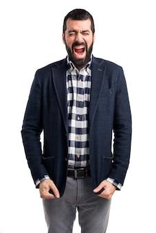 Handsome homem gritando
