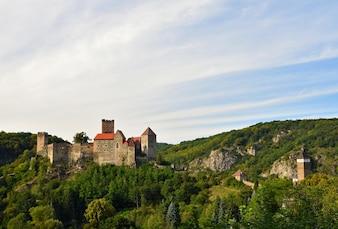 Herdegg. Belo castelo antigo na bela paisagem da Áustria. Parque Nacional do Vale de Thaya, Baixa Áustria - Europa.
