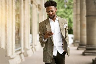Homem africano homem negócios empresário