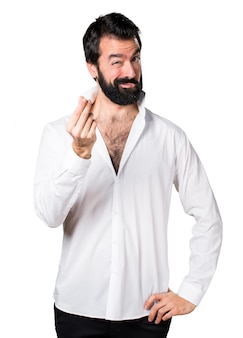 Homem bonito com barba fazendo um gesto de dinheiro