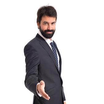 Homem de negócios fazendo um acordo sobre fundo branco isolado