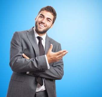 Homem de negócios no terno que sorri