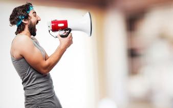 Homem do esporte com um megafone