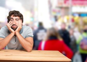 Homem louco expressão triste