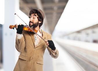 Homem que joga o violino