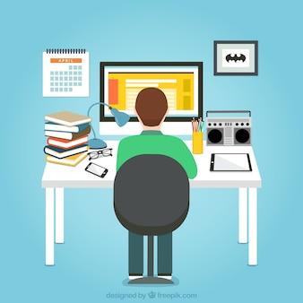 Homem que trabalha em seu computador