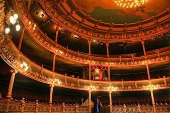 Dentro do teatro nacional